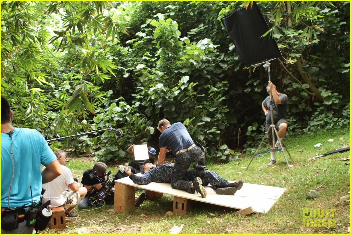 scott speedman last resort exclusive bts photos 03