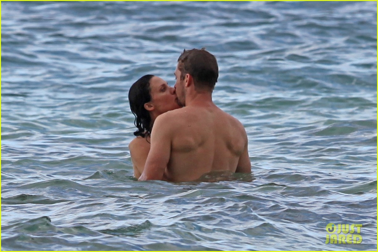 scott speedman camille de pazzis kissing 032734837