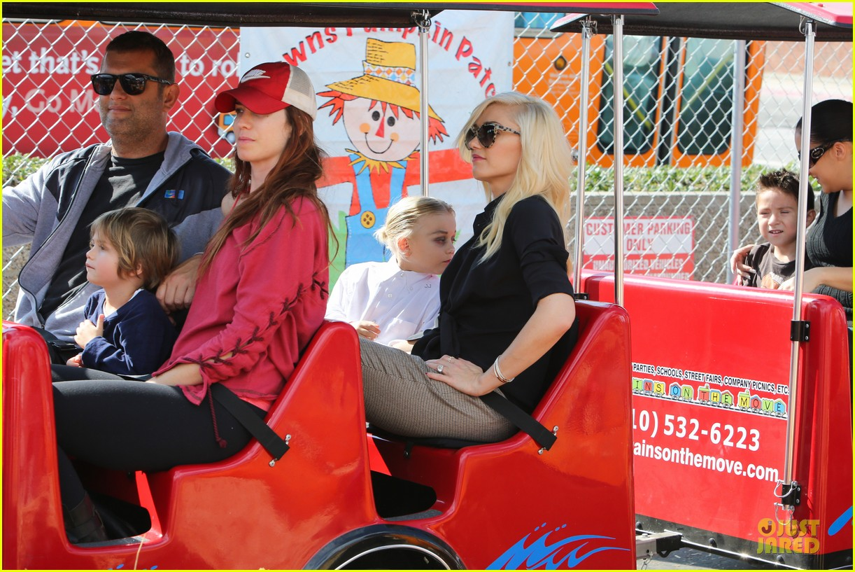 gwen stefani gavin rossdale pumpkin patch with the kids 012742312