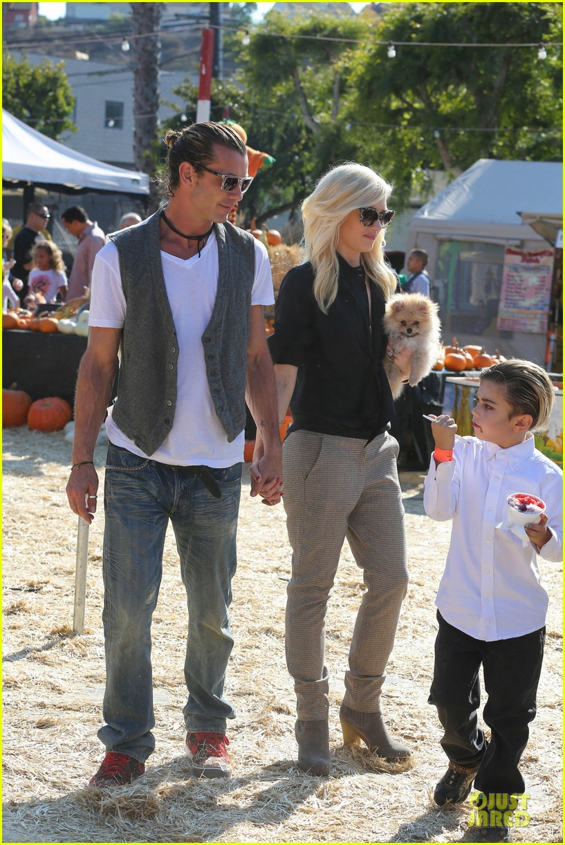 gwen stefani gavin rossdale pumpkin patch with the kids 052742316
