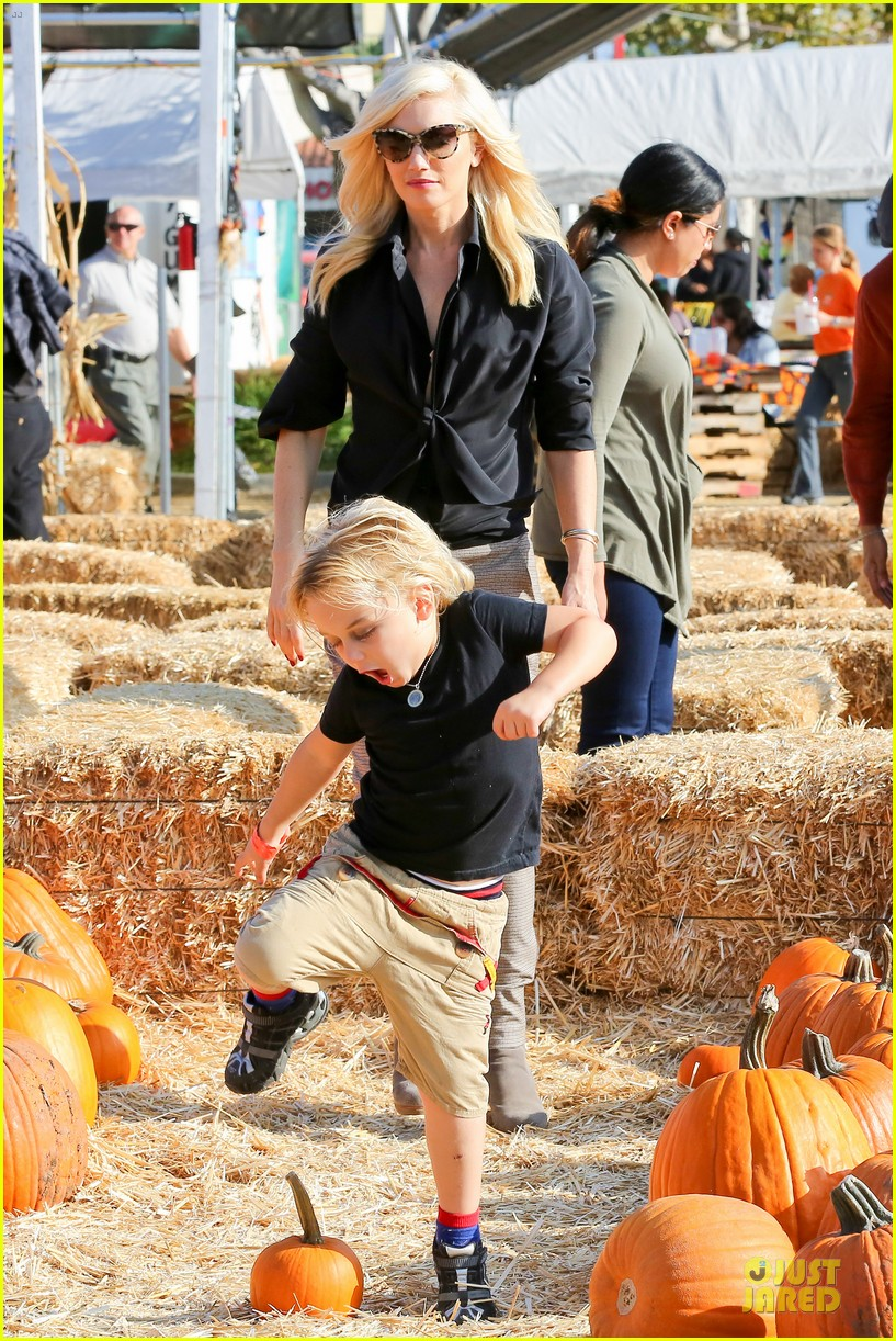 gwen stefani gavin rossdale pumpkin patch with the kids 332742344