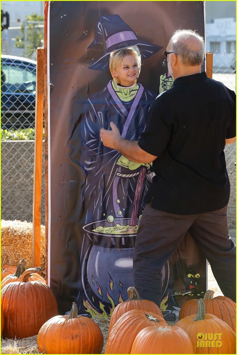 gwen stefani gavin rossdale pumpkin patch with the kids 382742349