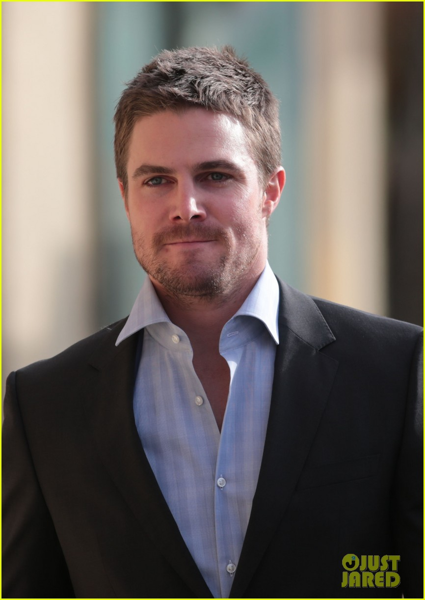Stephen Amell New Arrow Poster Photo 2745057 Arrow Katie
