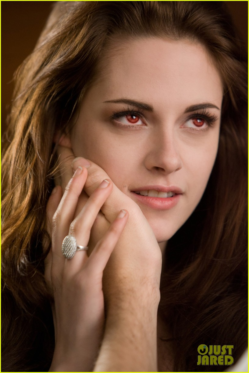 kristen stewart robert pattinson twilight saga breaking dawn part 2 final poster revealed 032731795