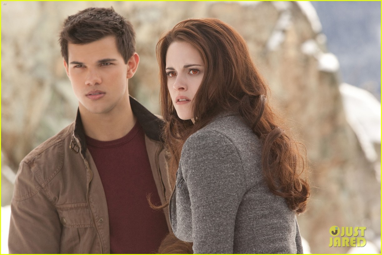 kristen stewart robert pattinson twilight saga breaking dawn part 2 final poster revealed 05