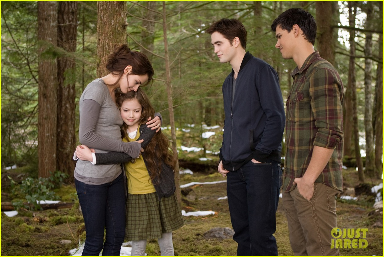kristen stewart robert pattinson twilight saga breaking dawn part 2 final poster revealed 132731805