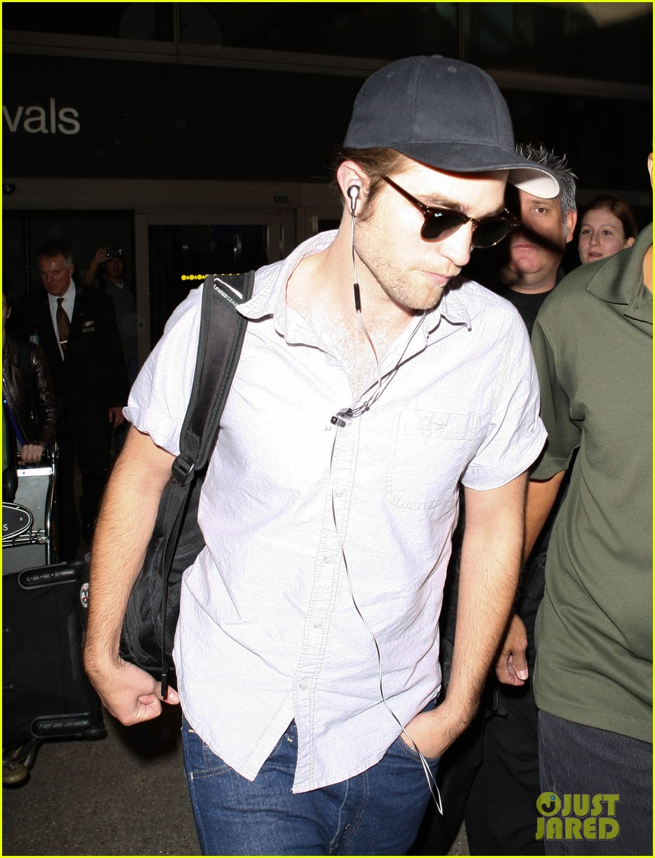 kristen stewart robert pattinson separate lax landings 082745115