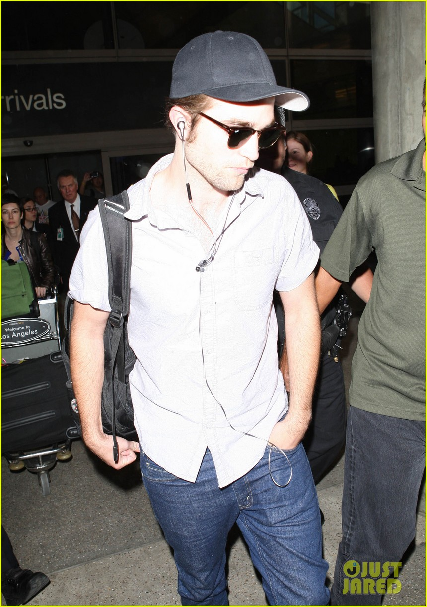 kristen stewart robert pattinson separate lax landings 092745116