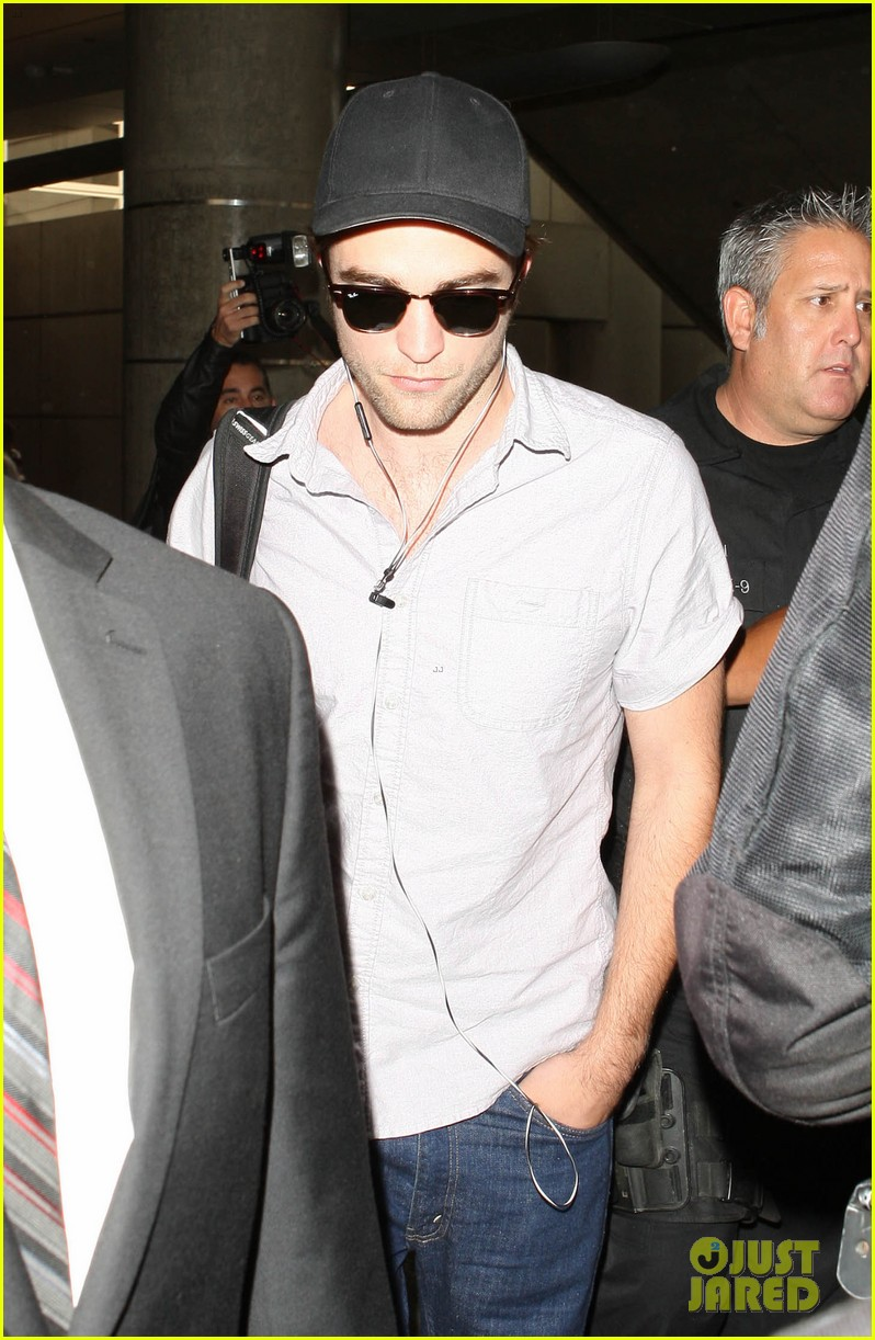 kristen stewart robert pattinson separate lax landings 142745121