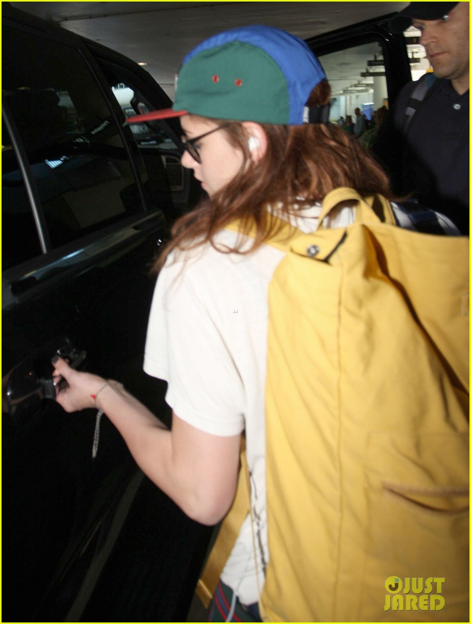 kristen stewart robert pattinson separate lax landings 20