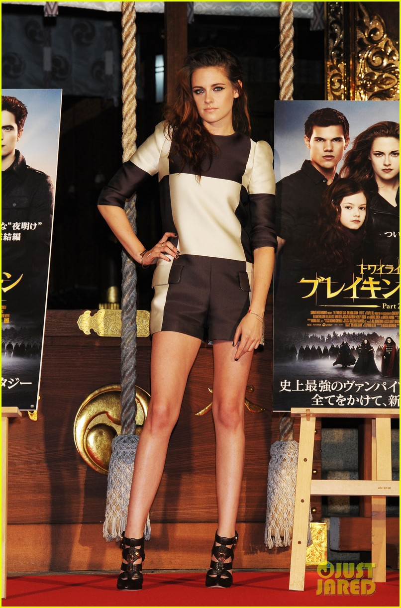 kristen stewart twilight saga breaking dawn part 2 tokyo photo call 082743992