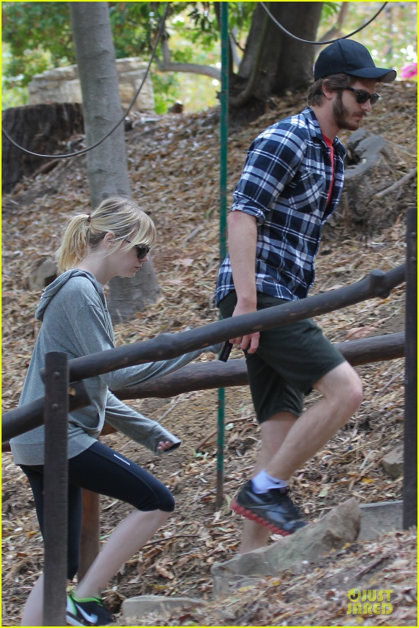 emma stone andrew garfield morning stroll in the hollywood hills 01