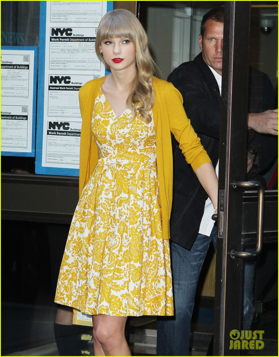 taylor swift red promotion in new york city 022742676