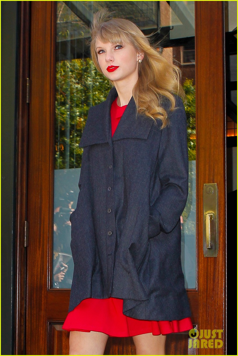 taylor swift red promotion in new york city 042742678