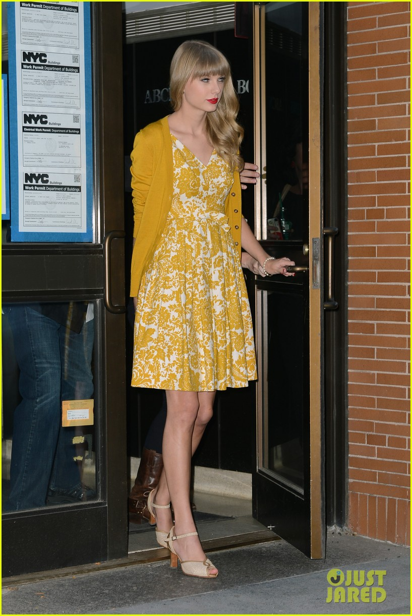 taylor swift red promotion in new york city 102742684