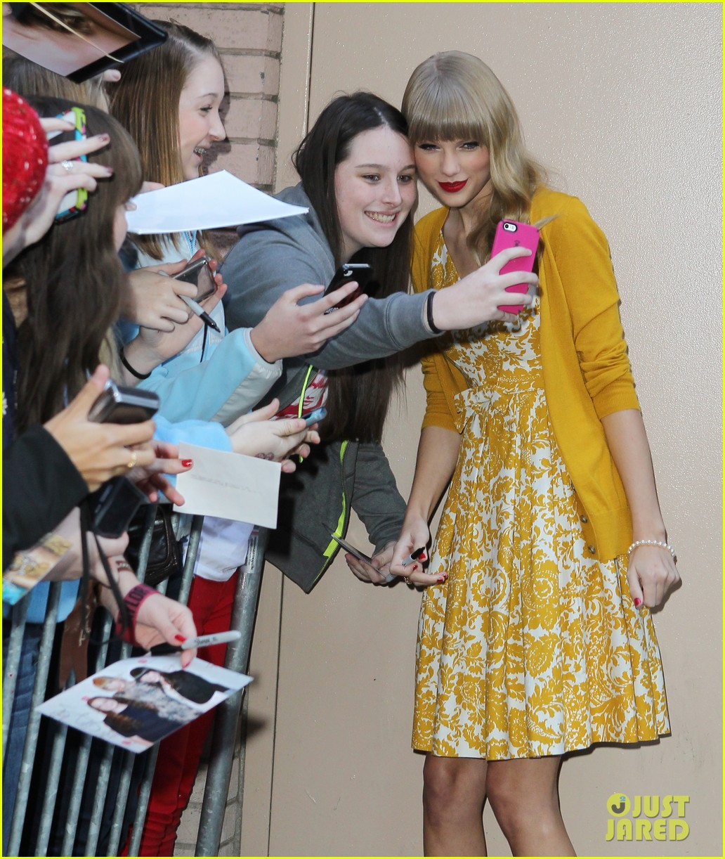 taylor swift red promotion in new york city 152742689