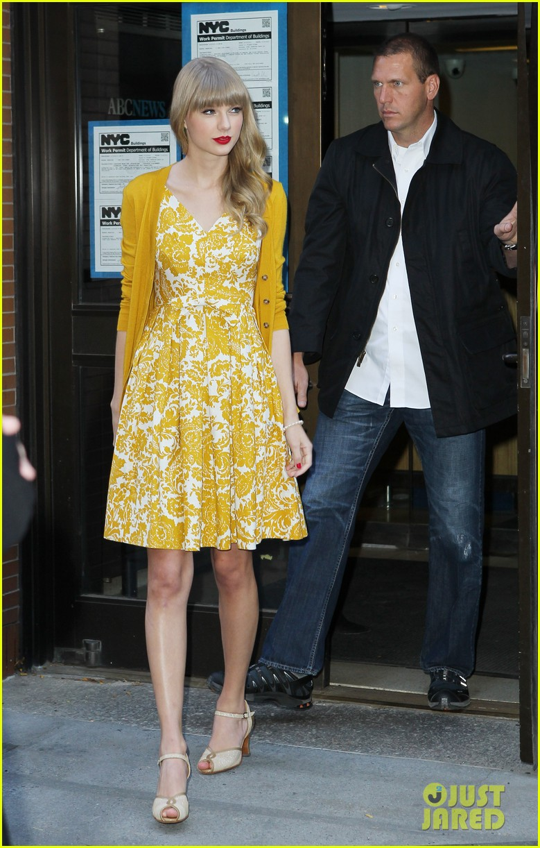 taylor swift red promotion in new york city 172742691