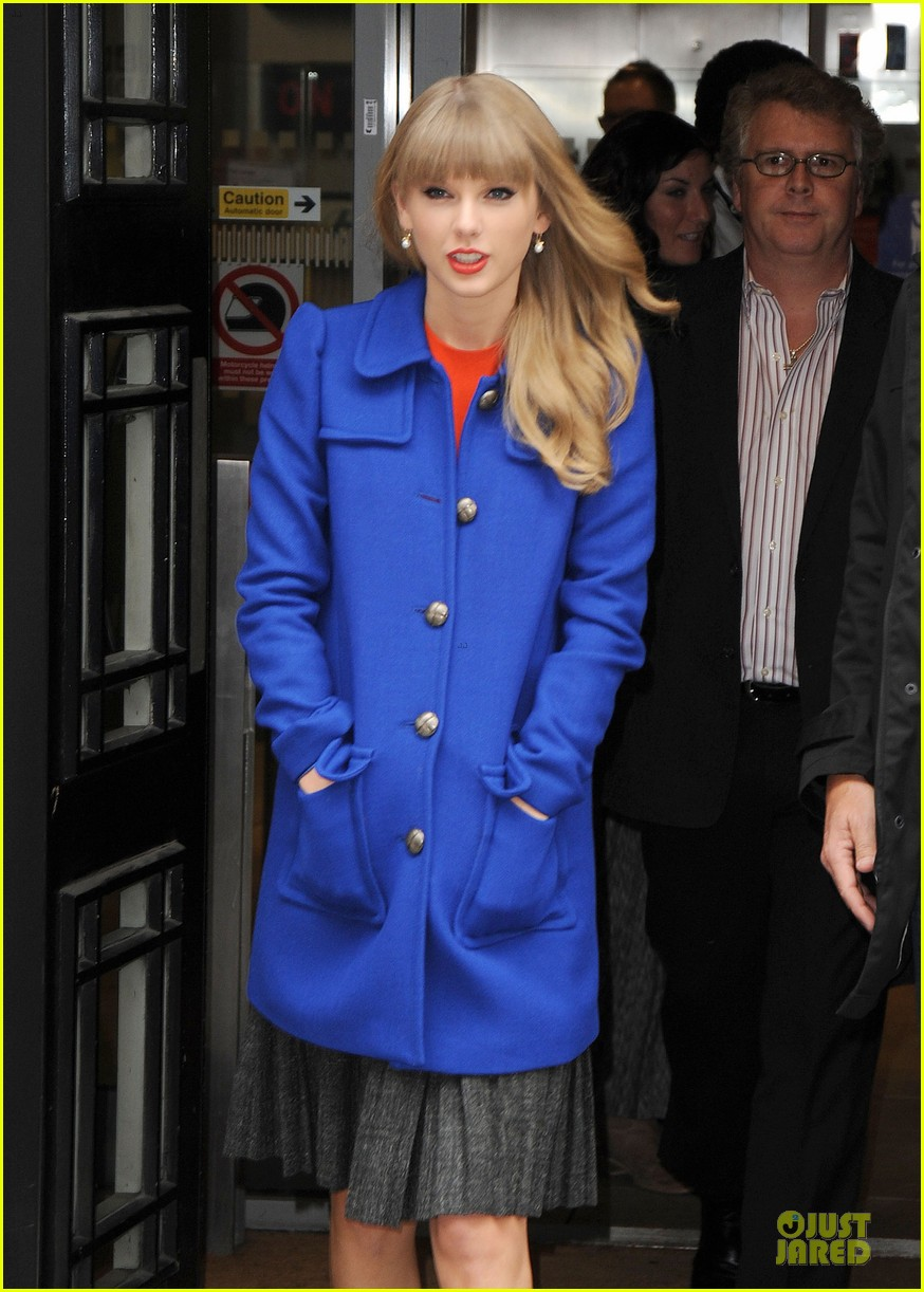 taylor swift xfactor spectator at wembley stadium 16