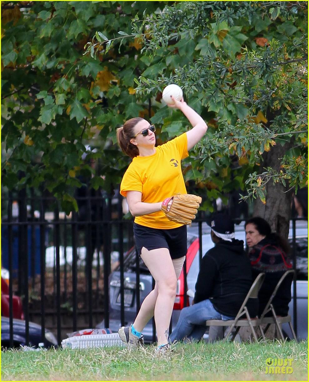 amber tamblyn america ferrera softball players in the big apple 092747284