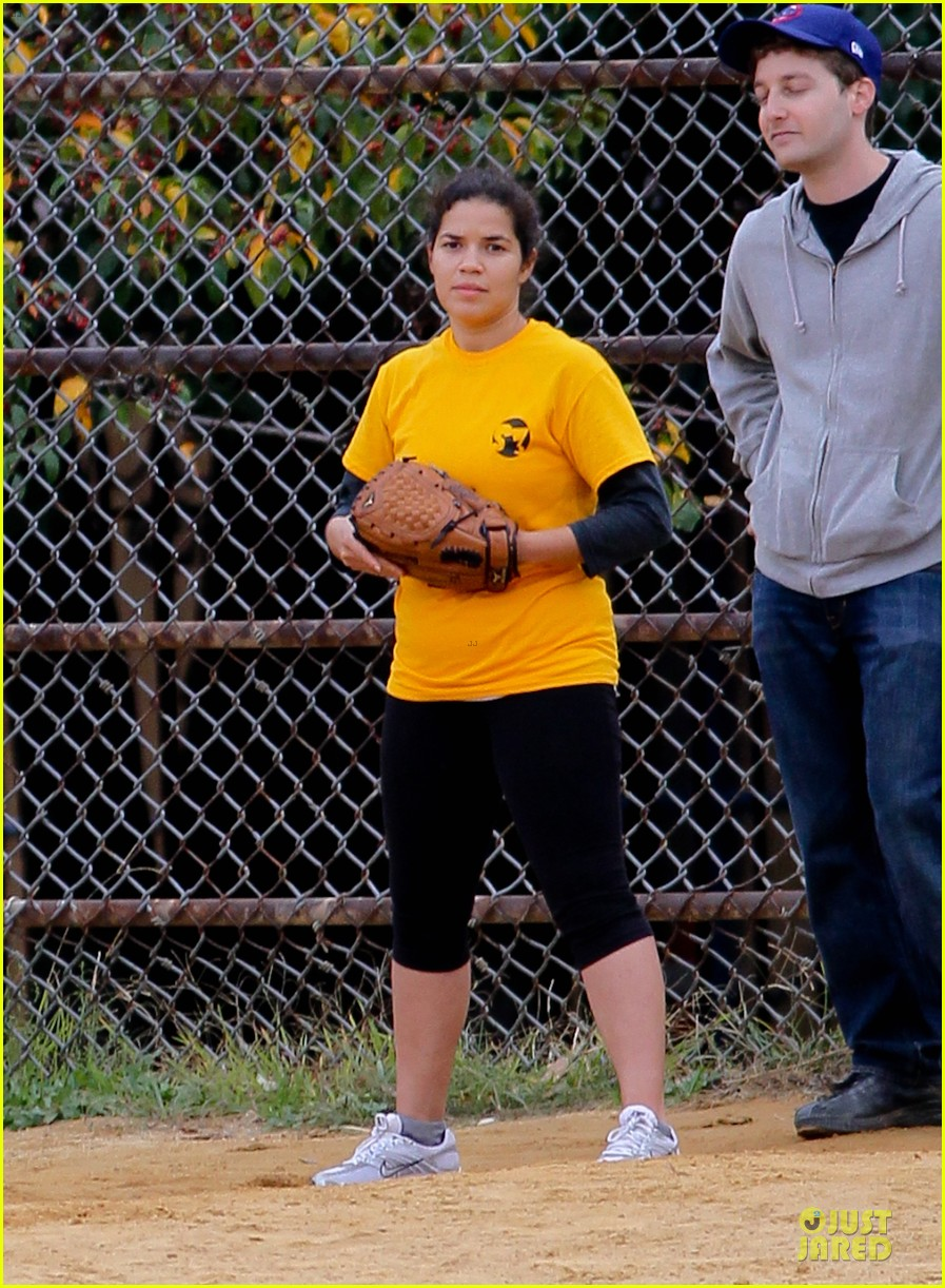 amber tamblyn america ferrera softball players in the big apple 14