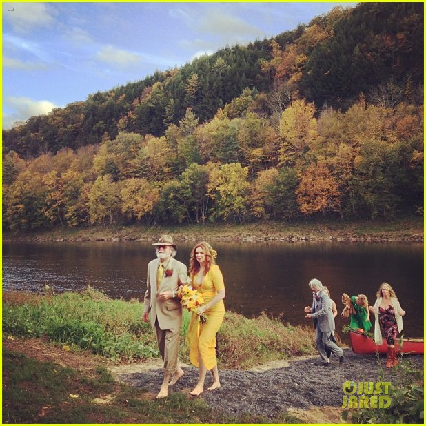 blake lively ryan reynolds attend amber tamblyn wedding pictures revealed 042735314
