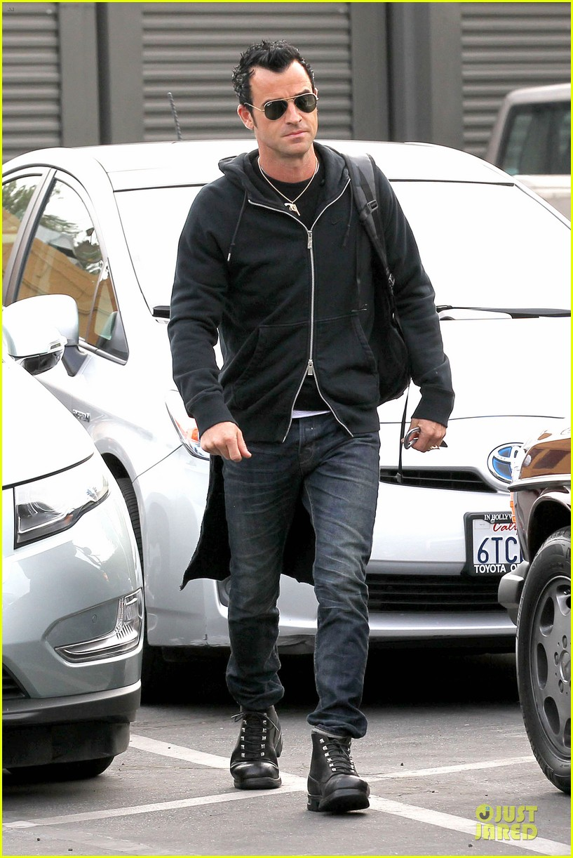 justin theroux funny or die arrival west hollywood 01