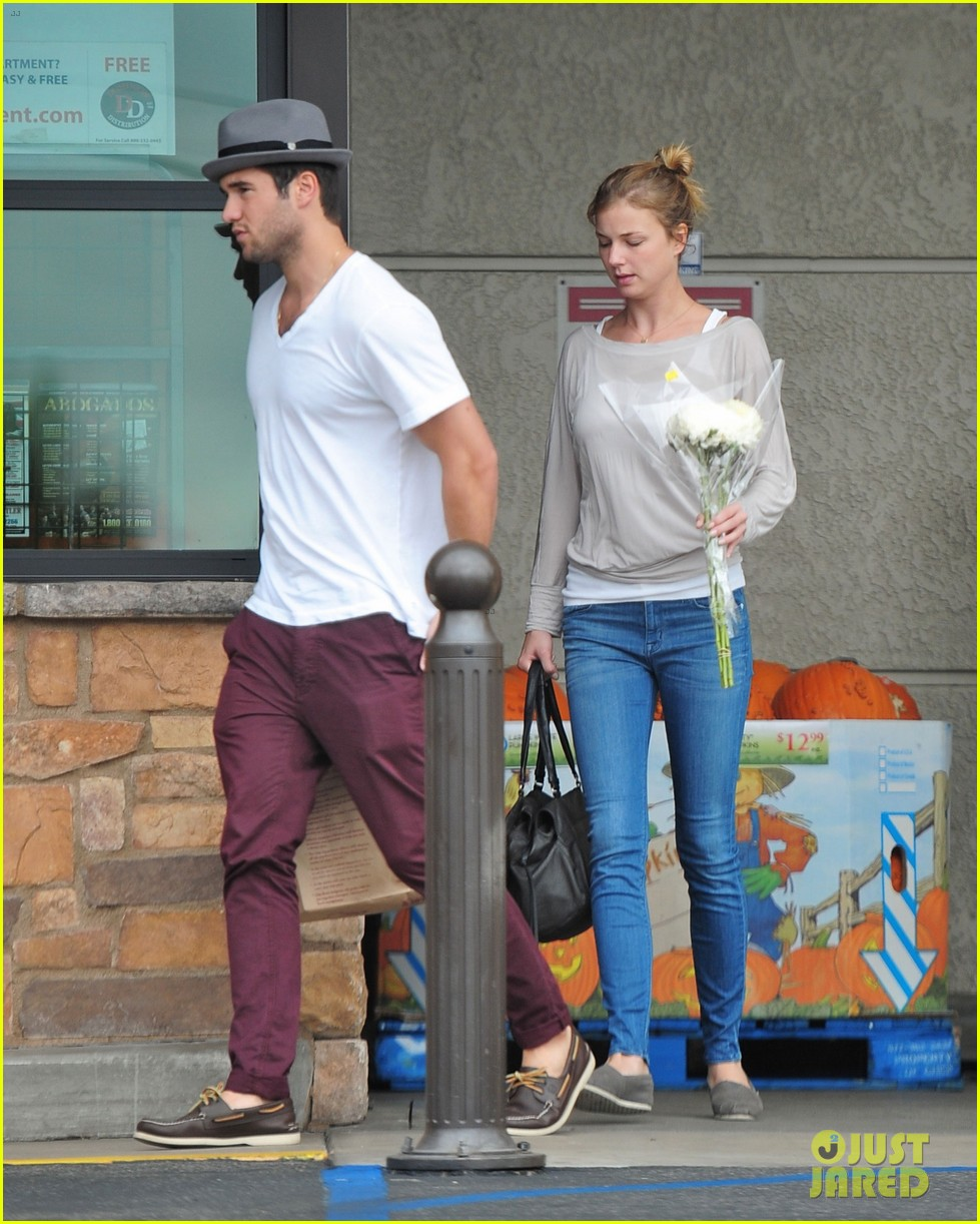emily vancamp josh bowman brunch flower shopping 01