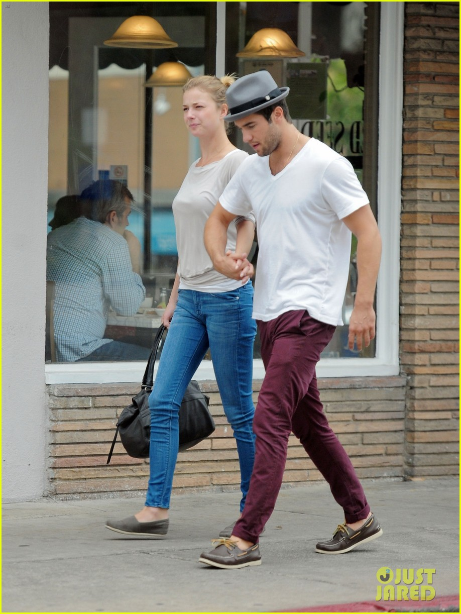 emily vancamp josh bowman brunch flower shopping 04