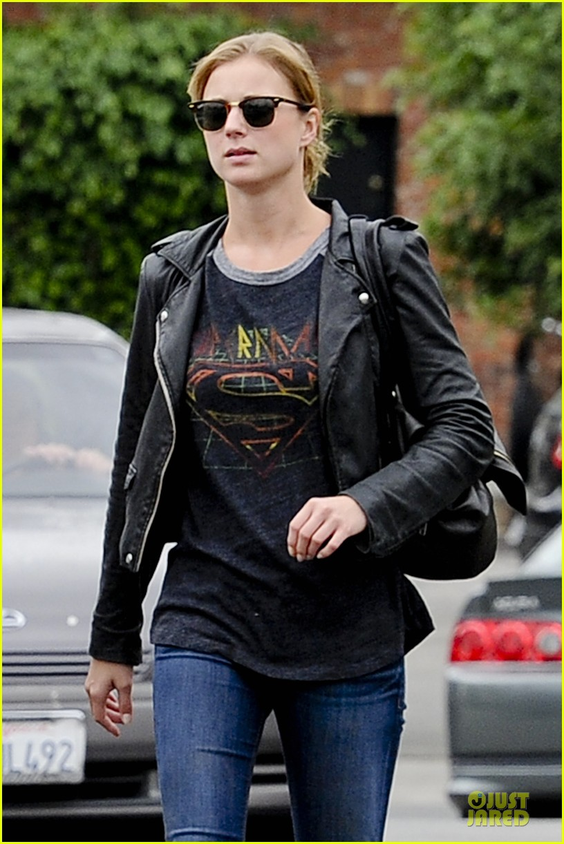 emily vancamp joshua bowman grocery shopping duo 092741688