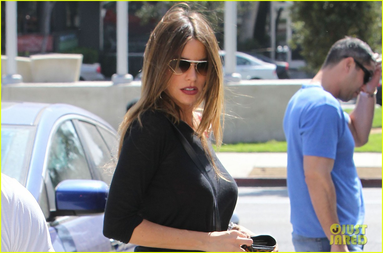 sofia vergara barneys beanery football game 022735083