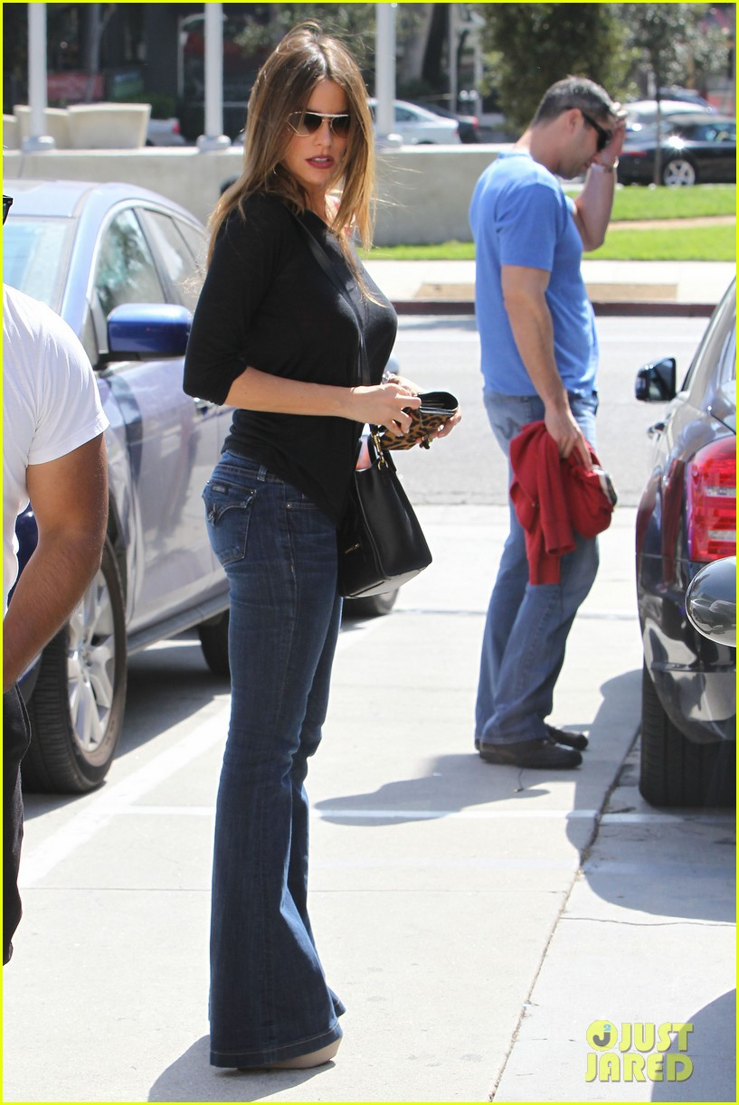 sofia vergara barneys beanery football game 042735085