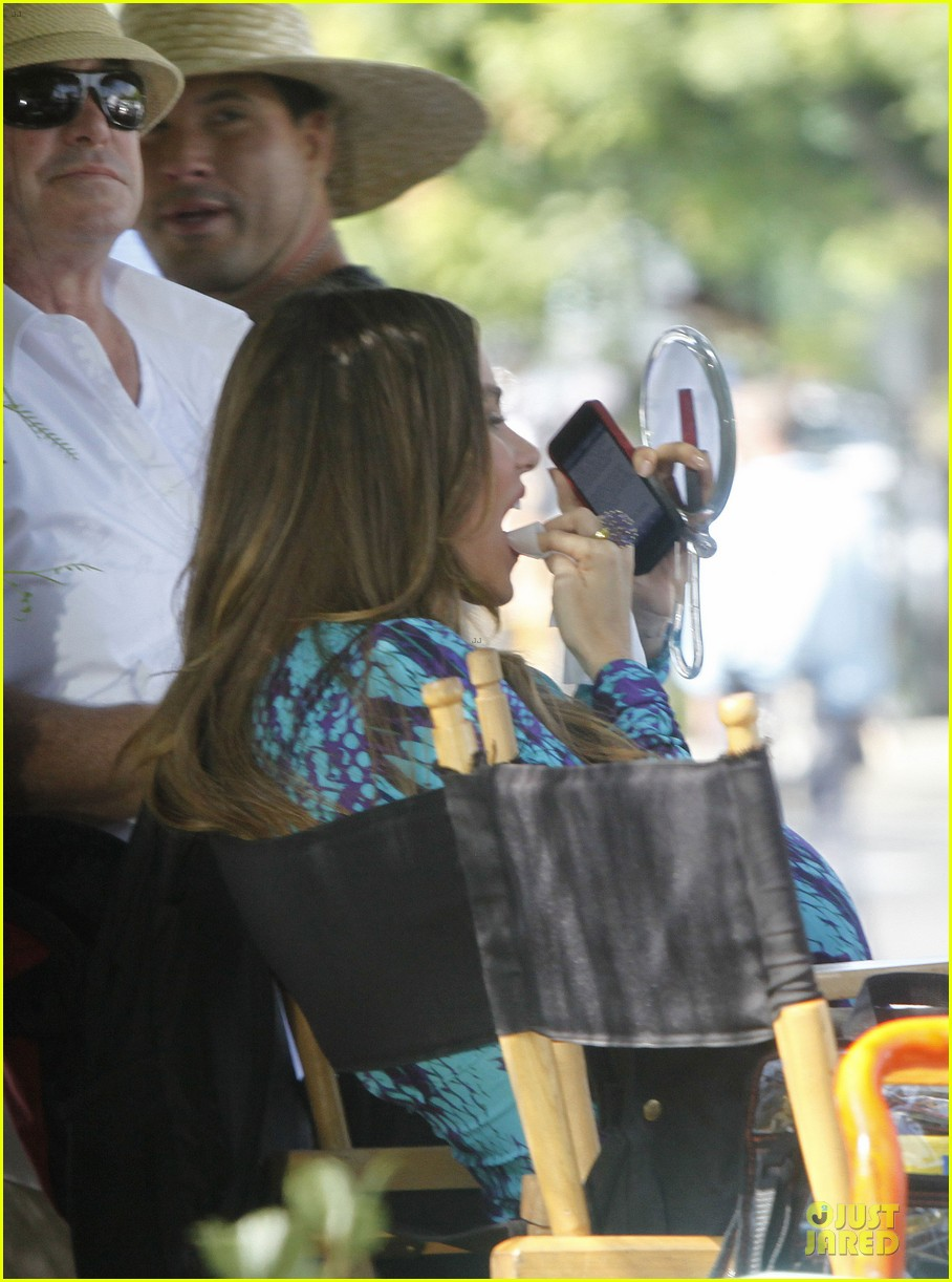 sofia vergara fake baby bump on modern family set 302735787