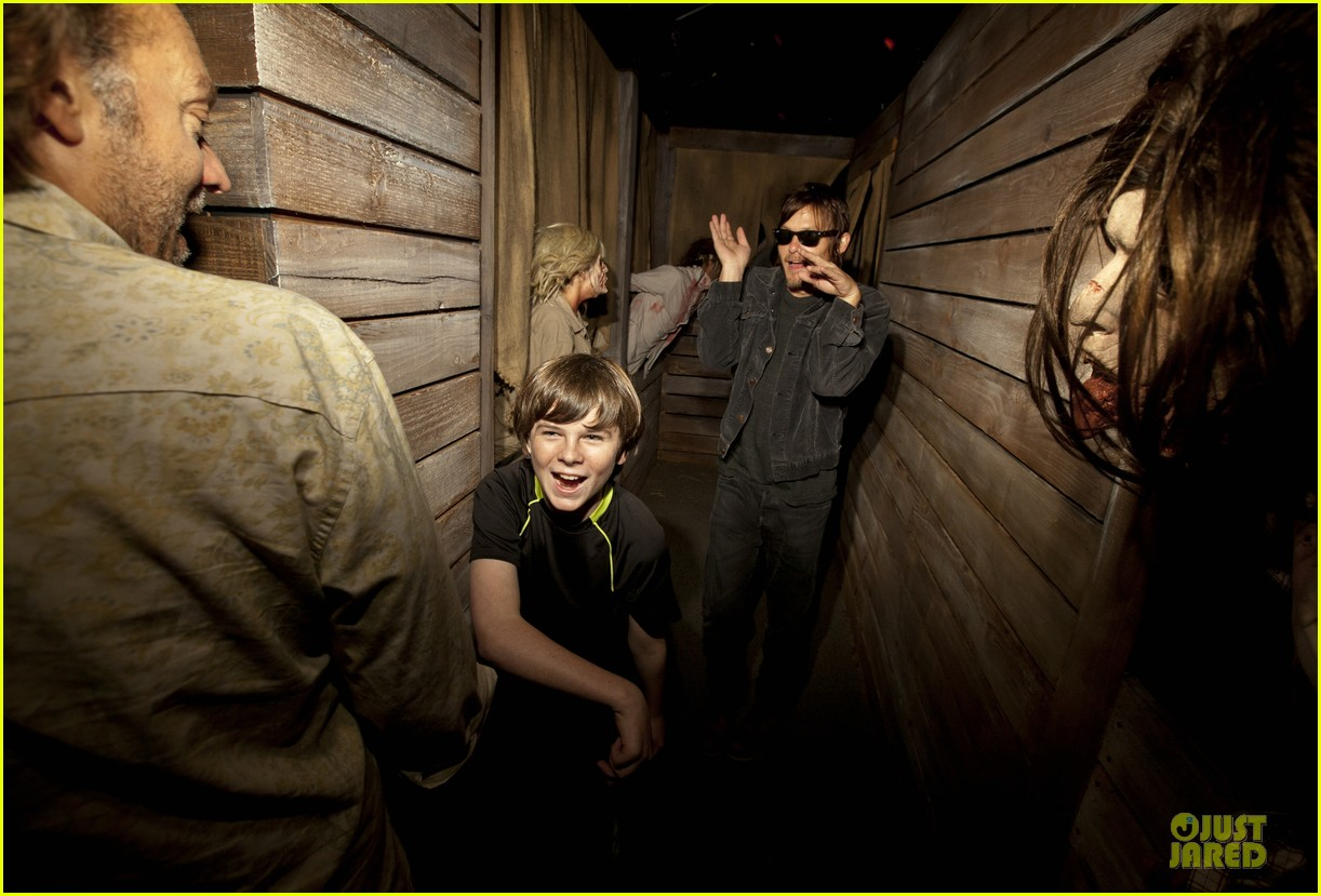 walking dead cast halloween horror nights 032738414