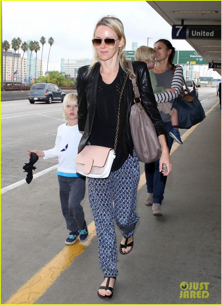 naomi watts flies the skies with sasha samuel 032742053