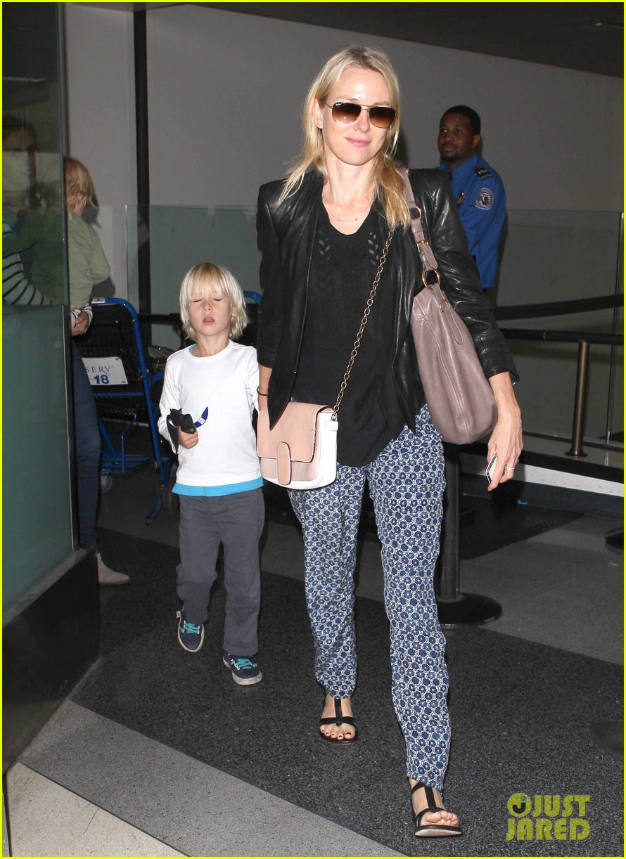 naomi watts flies the skies with sasha samuel 052742055