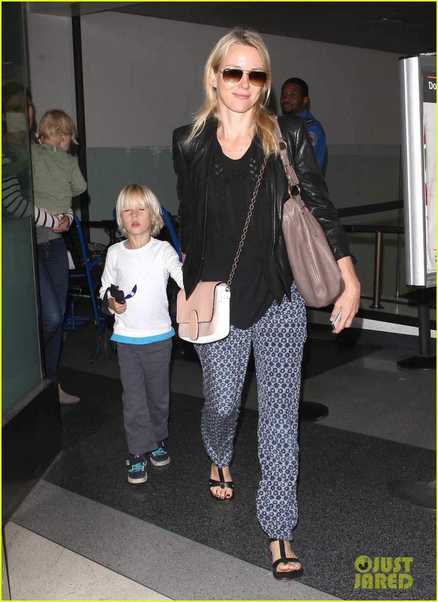 naomi watts flies the skies with sasha samuel 102742060