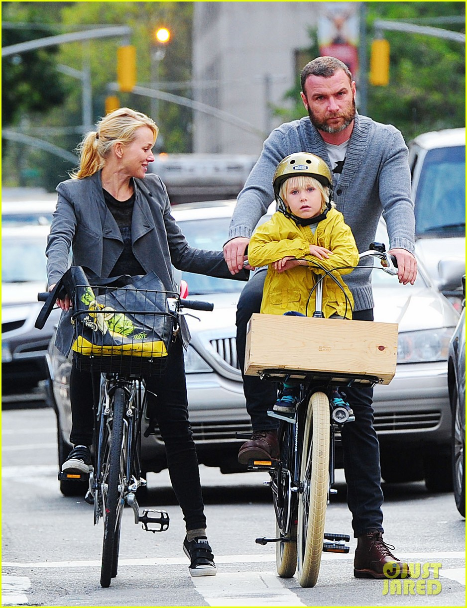 naomi watts liev schreiber family time big apple 052736619