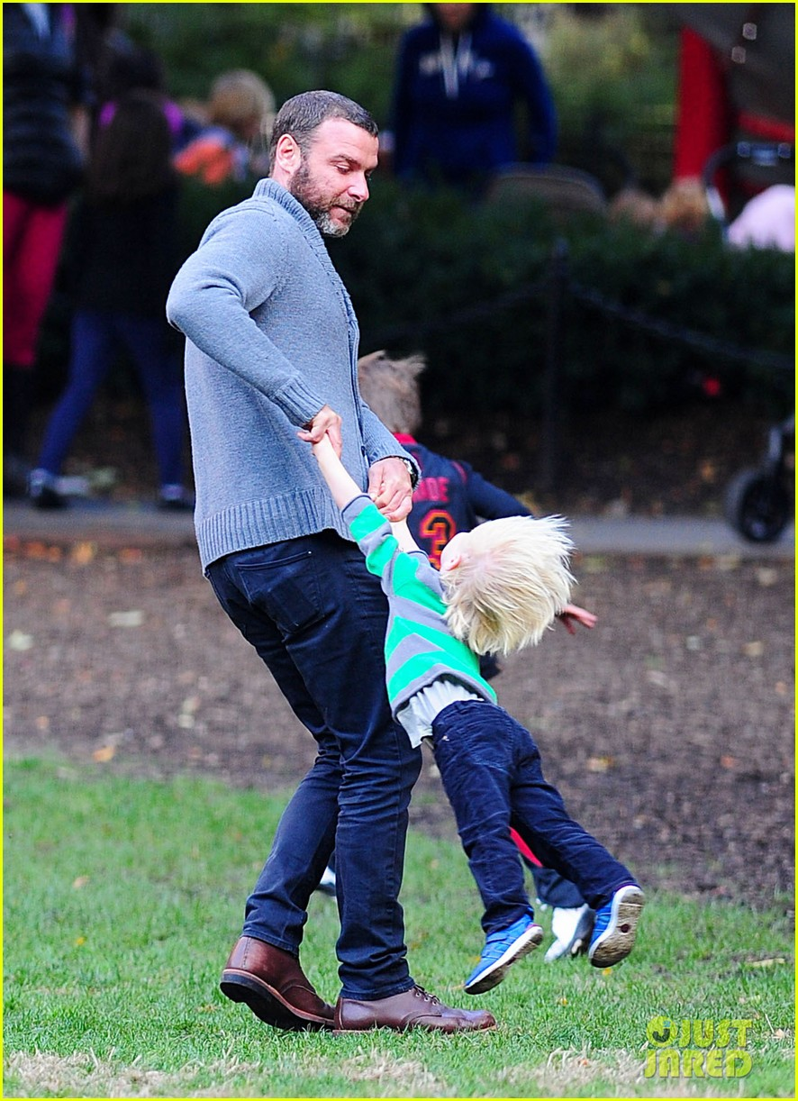 naomi watts liev schreiber family time big apple 122736626