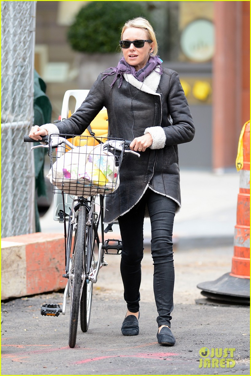 naomi watts bike ride in big apple 052739914