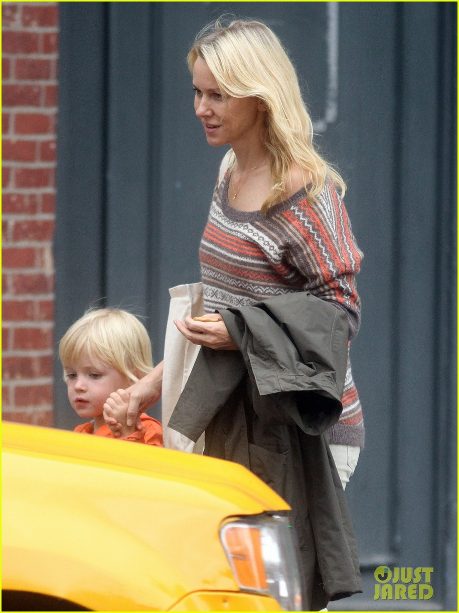 naomi watts bike ride in big apple 122739921