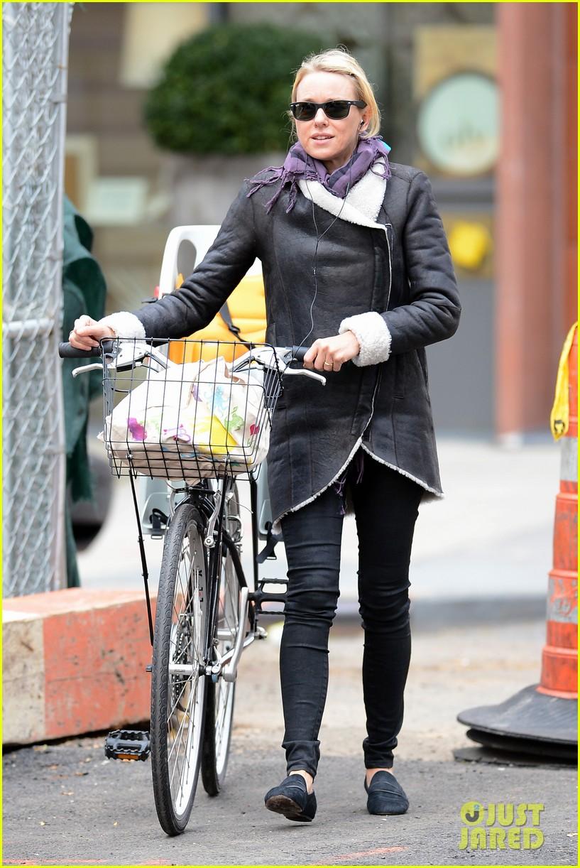 naomi watts bike ride in big apple 152739924