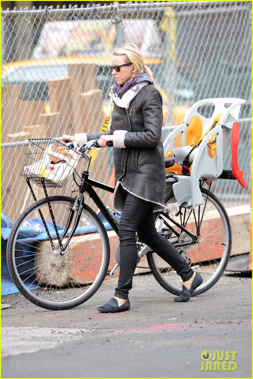 naomi watts bike ride in big apple 202739929