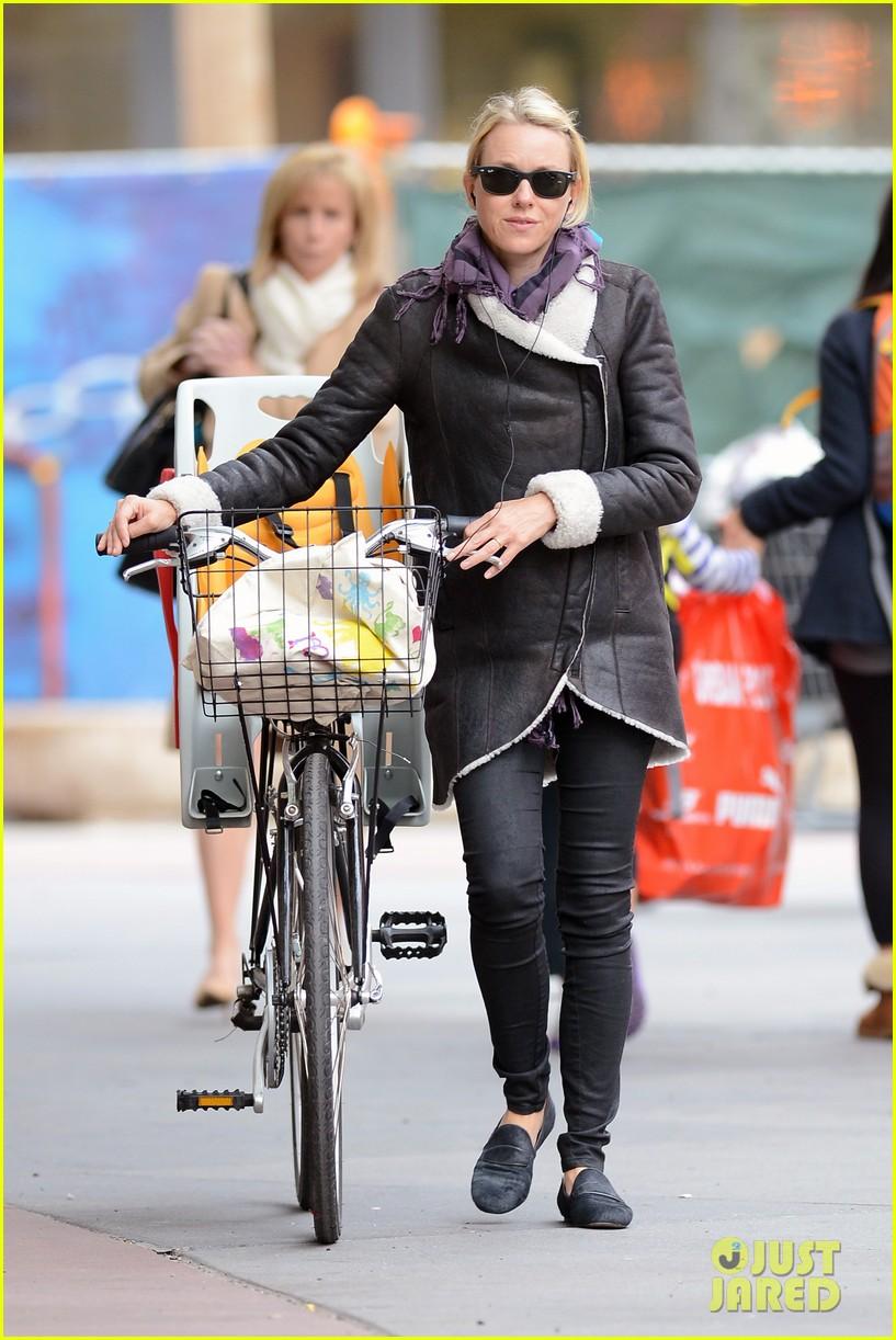 naomi watts bike ride in big apple 212739930