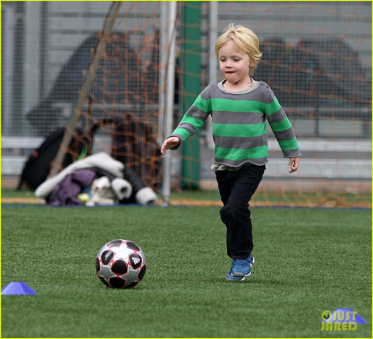 naomi watts liev schreiber big apple soccer afternoon with kids 022740547
