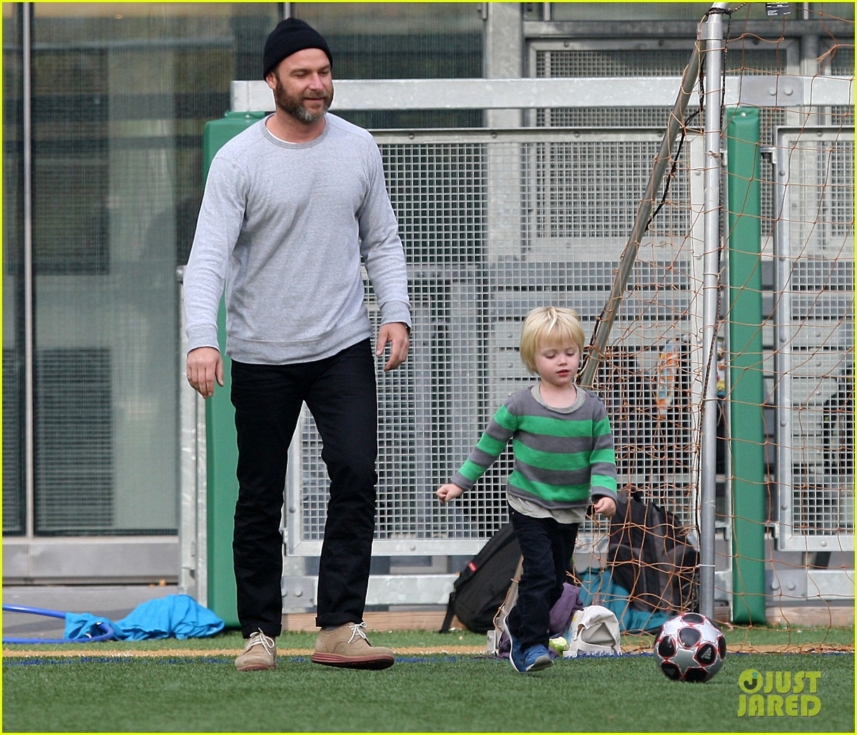 naomi watts liev schreiber big apple soccer afternoon with kids 04