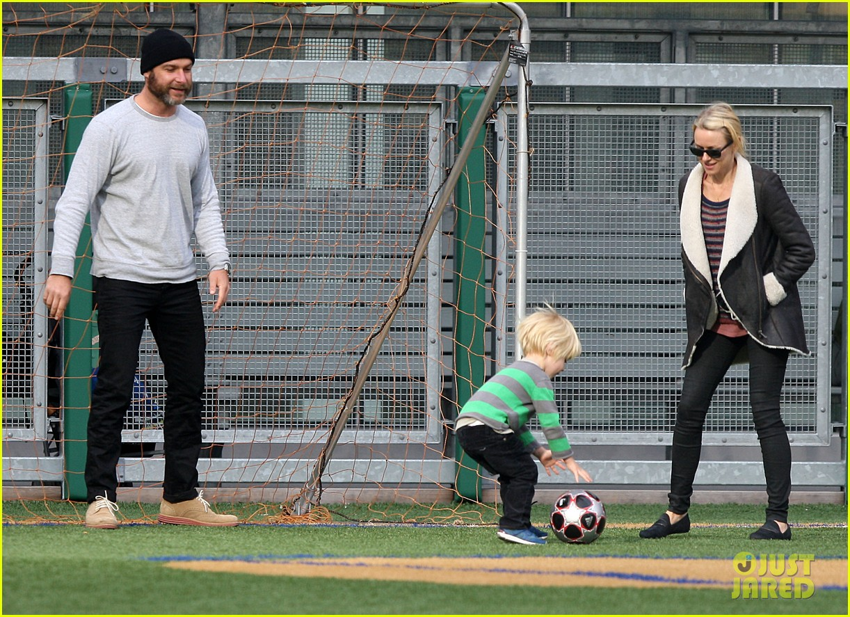 naomi watts liev schreiber big apple soccer afternoon with kids 08
