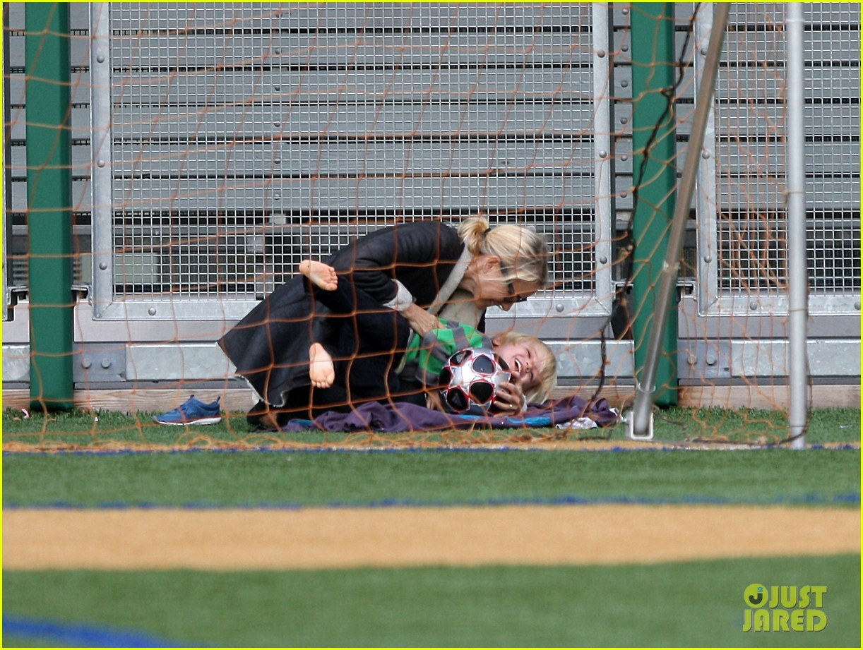 naomi watts liev schreiber big apple soccer afternoon with kids 28