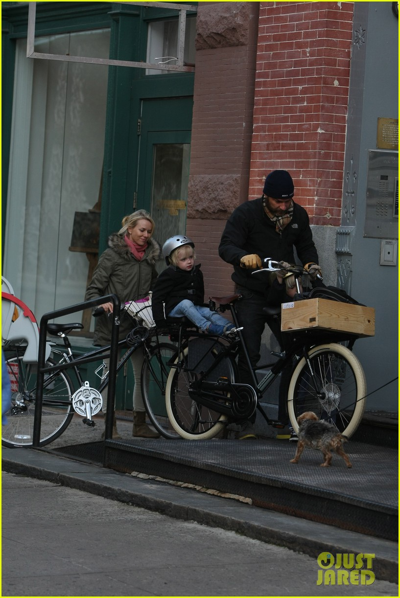 naomi watts sunday stroll family 172737962