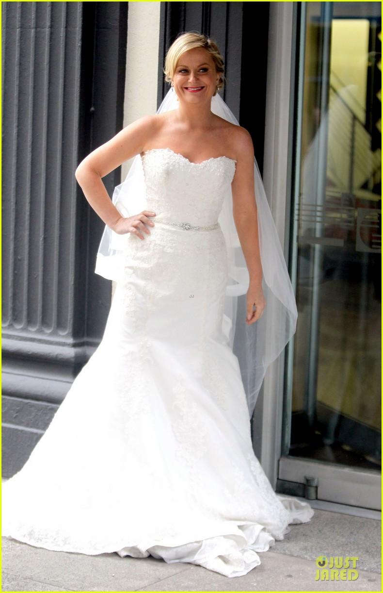 Amy Poehler: Wedding Dress on \'They Came Together\' Set!: Photo ...