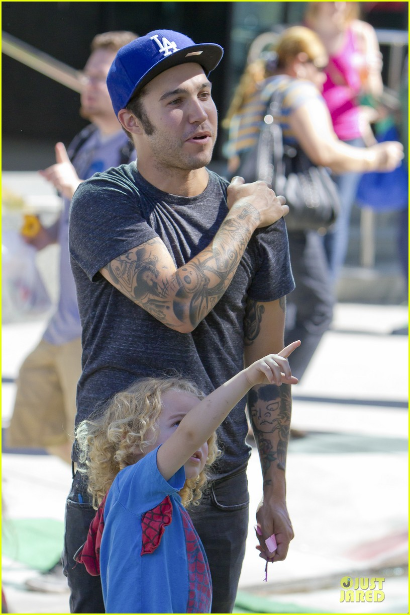 pete wentz dogs all want to pretend to be humans 042738358